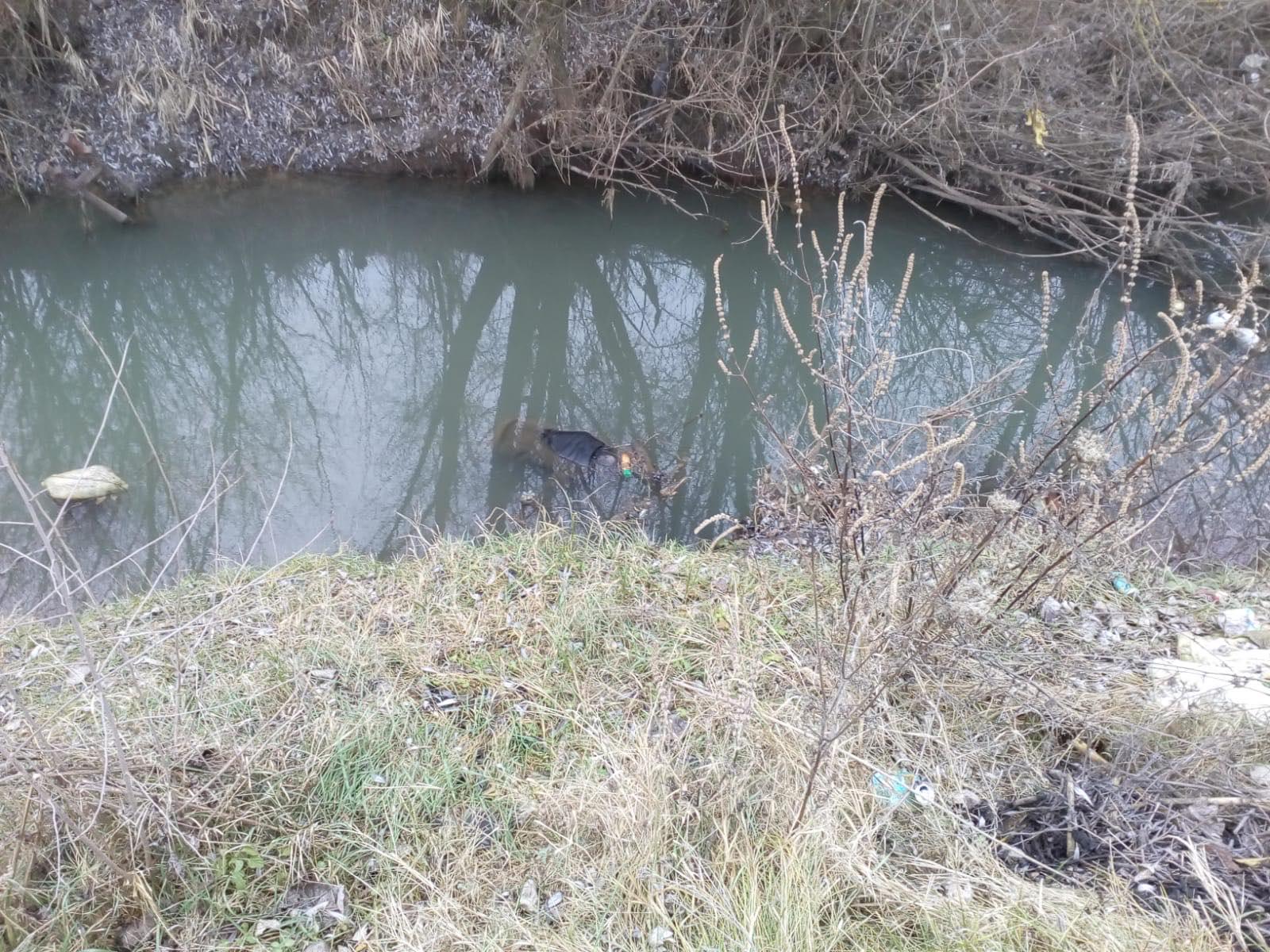 (Foto) Pompierii bârlădeni au scos trupul unui bărbat înecat din râul Tutova