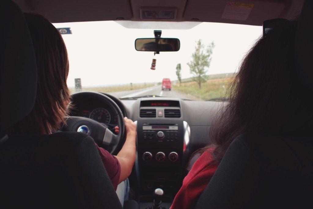 8 lucruri pe care șoferii începători le uită atunci când se urcă la volan