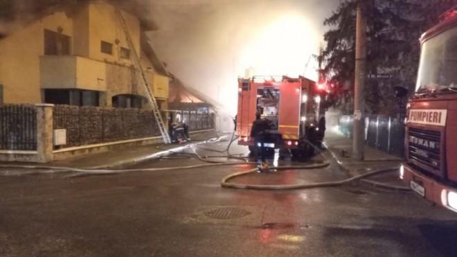 Incendiu violent in Ploiesti. Doua case au fost cuprinse de flacari, pe strada Al. Odobescu