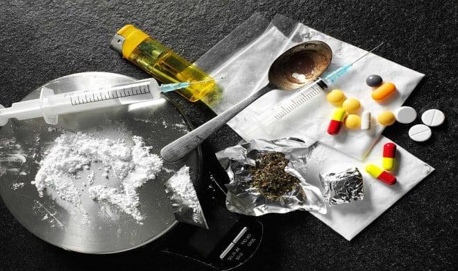 Ca-n filmele cu prosti! Traficant de droguri din Ploiesti, prins de politisti dupa ce a cazut de la etaj!